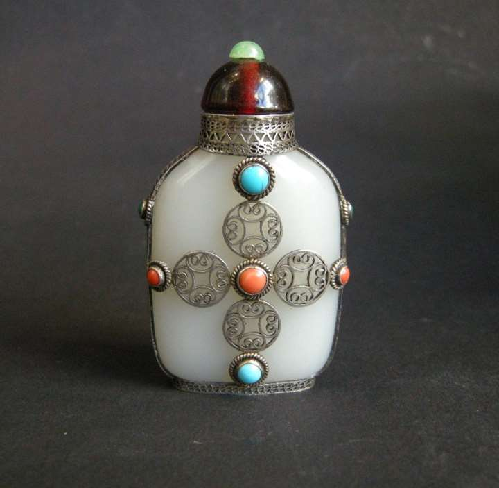 Jade white snuff bottle with silver filigree mount - Silver mount 20th century