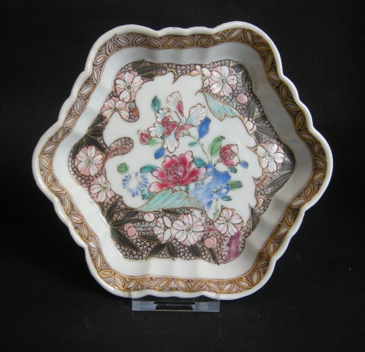 Pattipan decorated with numerous flowers - early Qianlong period