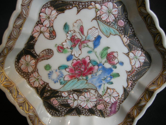 Pattipan decorated with numerous flowers - early Qianlong period | MasterArt