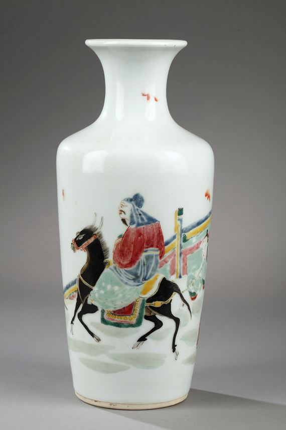 "Vase ""Famille rose"" porcelain decorated with Meng Haoran and servant 