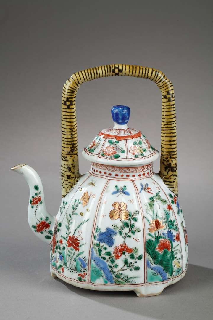 "Teapot porcelain and cover ""Famille verte"" painted with numerous flowers"