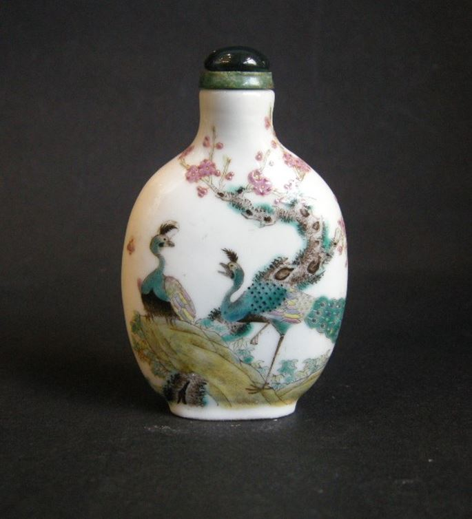 Snuff bottle porcelain decorated with two peacocks | MasterArt