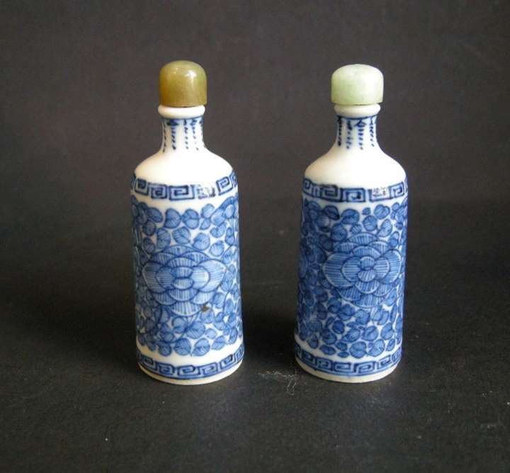 Pair of blue and white porcelain snuff bottles with flowers decoration