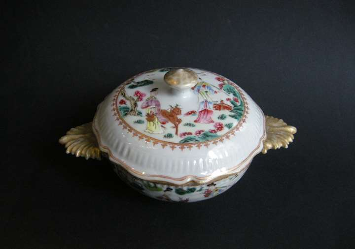 "Ecuelle ""famille rose"" porcelain with handle enamel gold (occidental form) decorated with two ladys  deer and birds  (crane)"