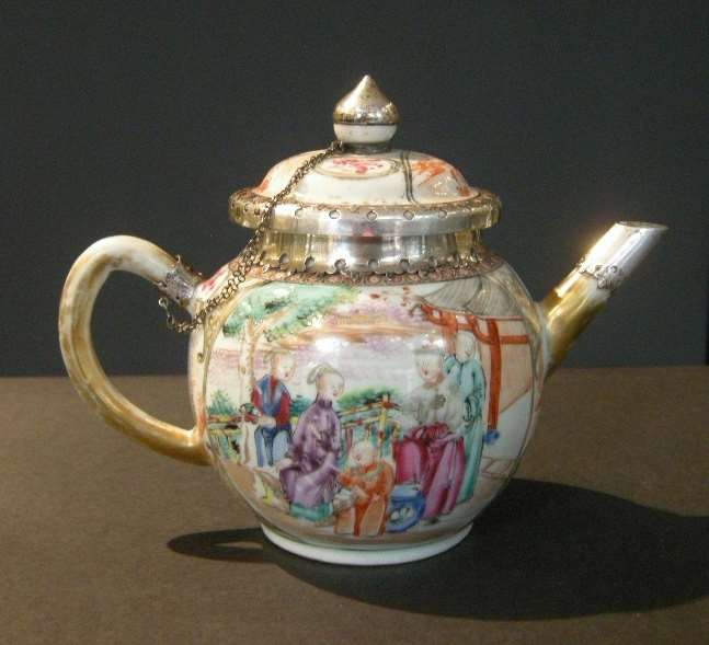 "Teapot porcelain ""Famille Rose""  Mandarin decor"