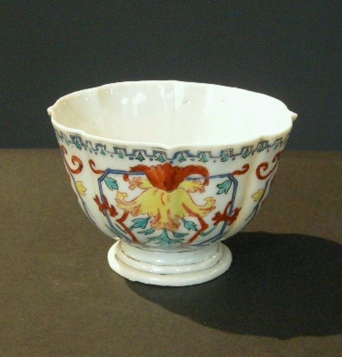 Rare cup porcelain famille rose  decorated with du Pasquier or Vezzy style | MasterArt