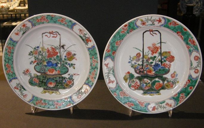 "Pair of dish ""Famille verte"" porcelain  decorated with basket of flowers 