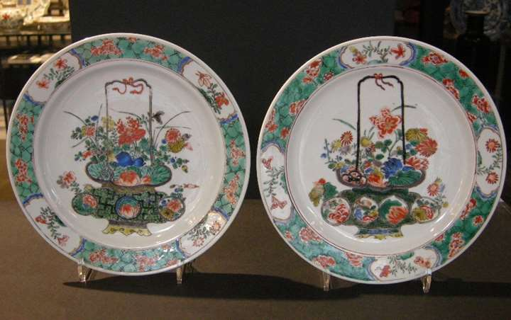 "Pair of dish ""Famille verte"" porcelain  decorated with basket of flowers"