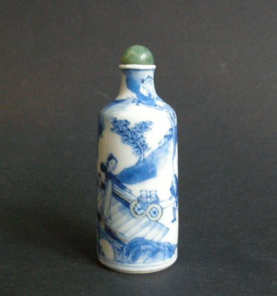 Snuff bottle porcelain  decorated in underglaze blue and copper red