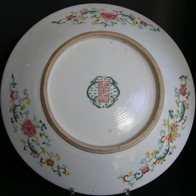 Porcelain dish  with superb dragon enamelled in polychromy | MasterArt