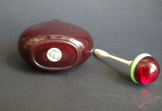 """Snuff bottle glass red """"rubis"""" color 