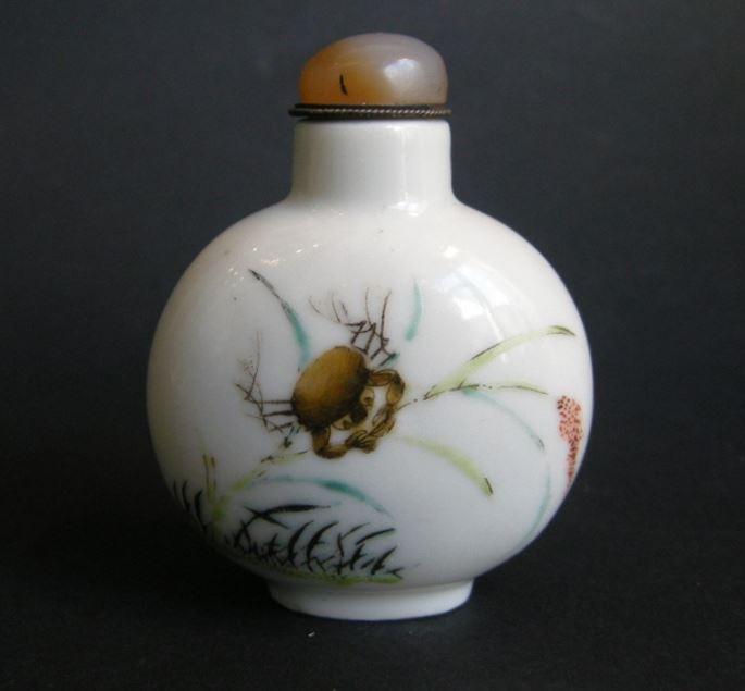Snuff bottle porcelain decorated on each face with a crab | MasterArt