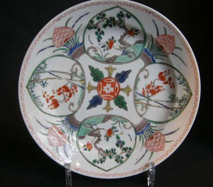 Pair of dish porcelain Famille verte  with decor for the oriental market