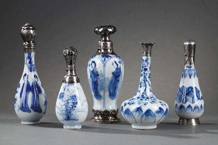 Set of five chinese blue and white porcelain miniatures vases