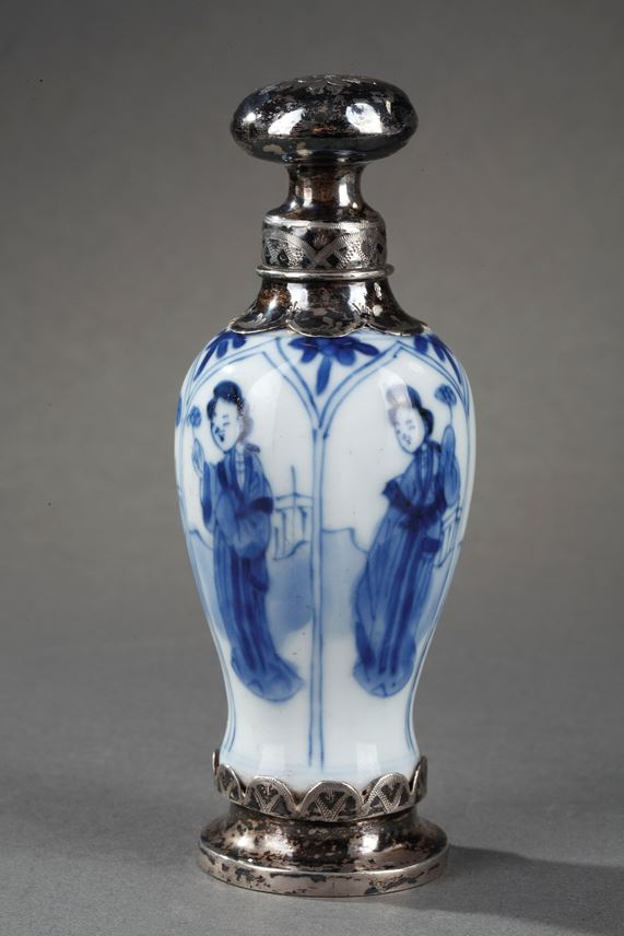 Set of five chinese blue and white porcelain miniatures vases | MasterArt