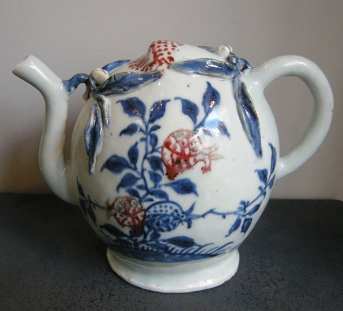 Ewer porcelain cadogan shape enamelled in underglaze blue and copper red with fruit decoration | MasterArt