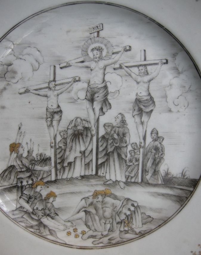 Dish porcelain grisaille and gold Chinese export with the crucifixion | MasterArt