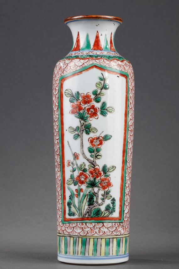 Chinese Famille verte porcelain roll-shaped  decorated with flowers | MasterArt