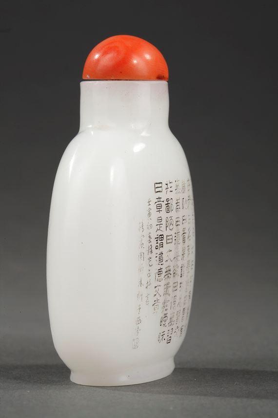 Chinese engraved white glass imitating the jade snuff bottle   MasterArt