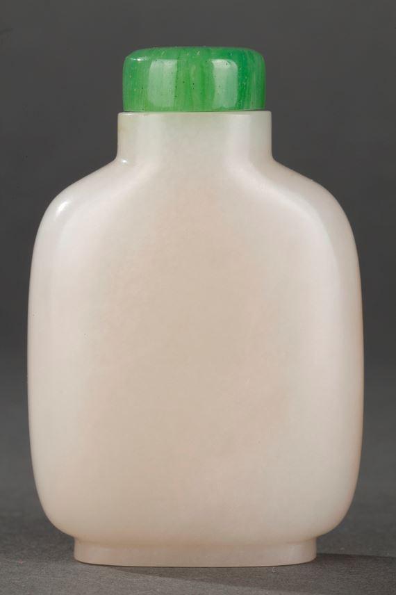 Chinese nephrite jade snuff bottle   MasterArt