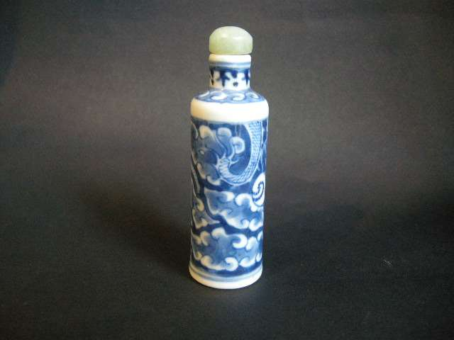 Snuff bottle blue and white porcelain with dragon and clouds