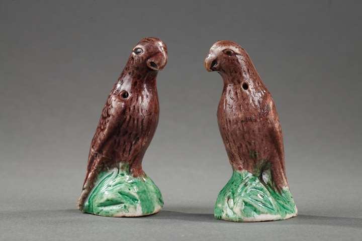 Pair of small parrots figures biscuit enamelled aubergine and green