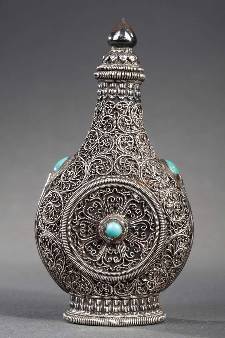 Nice snuff bottle Mongolian silver decorated on the filigree ground  and embellished with turquoise on each face.