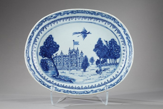 Oval dish blue and white decorated with Burgley House (famous English castle ) - Qianlong period 1736/1795 | MasterArt