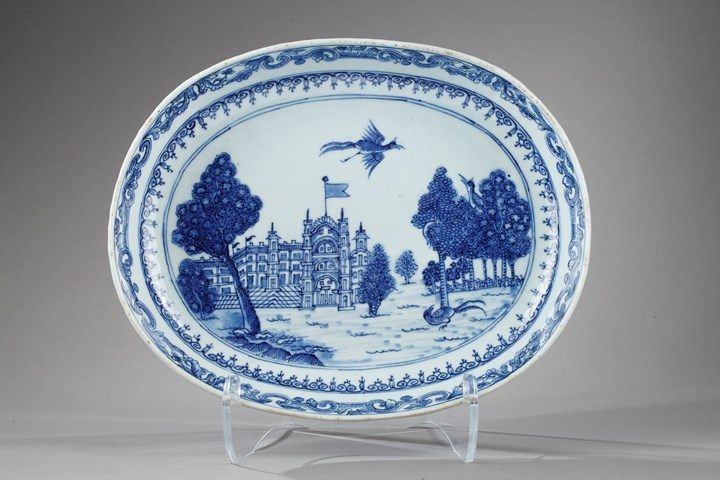 Oval dish blue and white decorated with Burgley House (famous English castle ) - Qianlong period 1736/1795