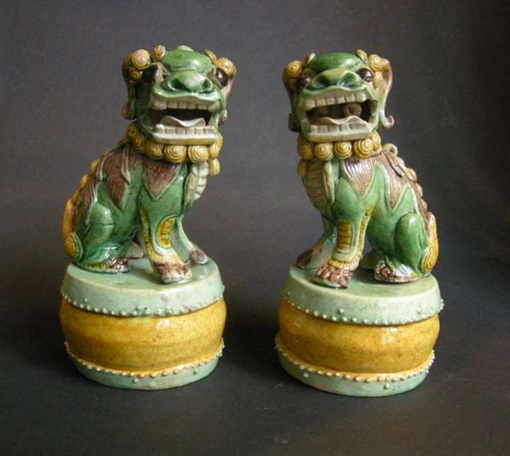 Pair figures Fo Dog  biscuit Famille verte drum shaped base