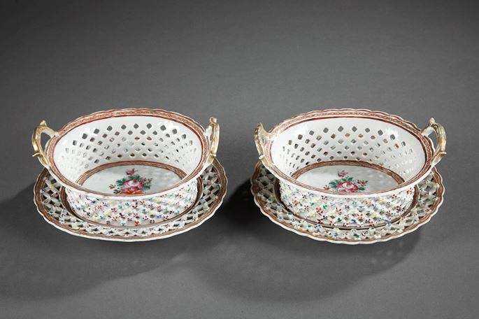 "Pair of Baskets and stands  Chinese Export  ""Famille rose"" porcelain - Qianlong period 