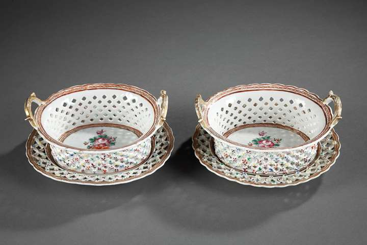 "Pair of Baskets and stands  Chinese Export  ""Famille rose"" porcelain - Qianlong period"