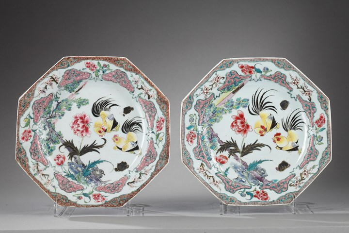 Pair of plates decorated with cockerels - Yongzheng period