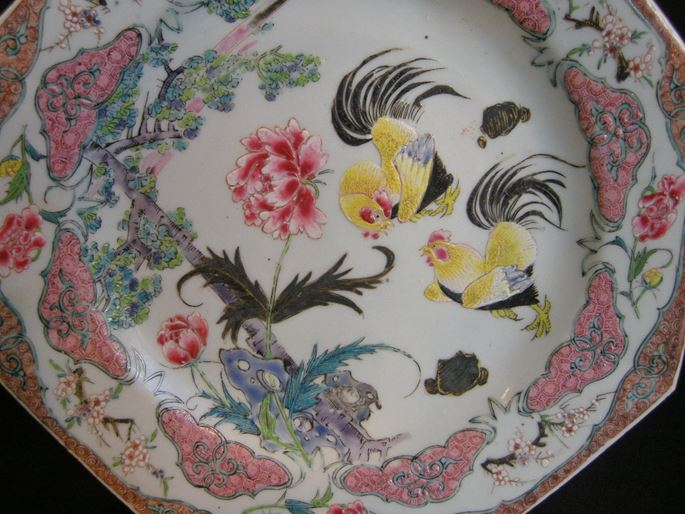 Pair of plates decorated with cockerels - Yongzheng period | MasterArt
