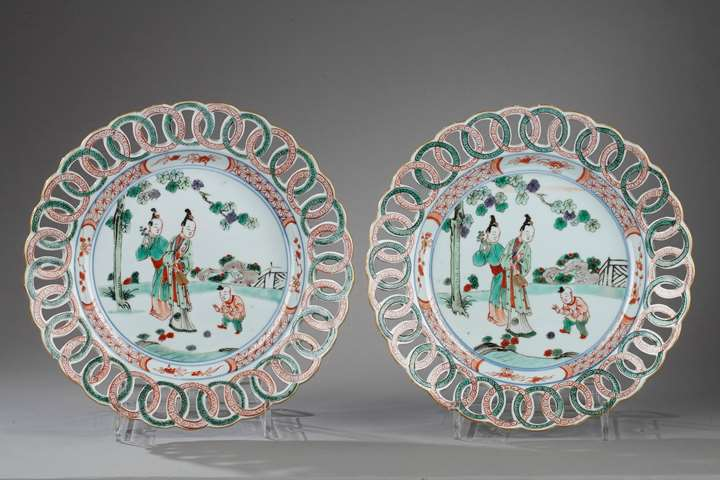 Plateս with rim reticulated - Famille verte porcelain - Kangxi period