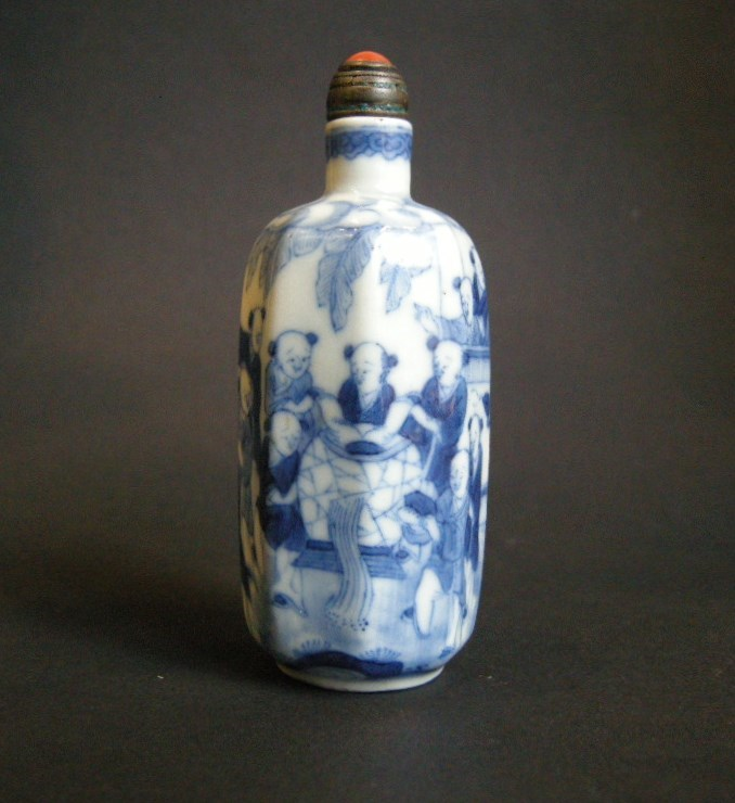 Porcelain Snuff Bottle decorated in underglaze blue
