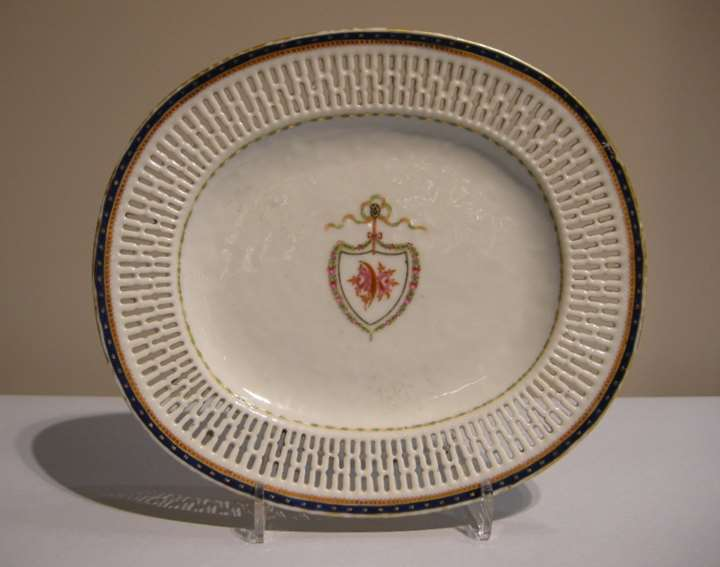 Porcelain dish reticulated with a armorial decoration