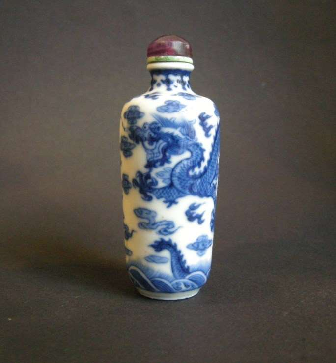 "Porcelain snuff bottle ""blue and white"" decorated with dragons in the cloud"