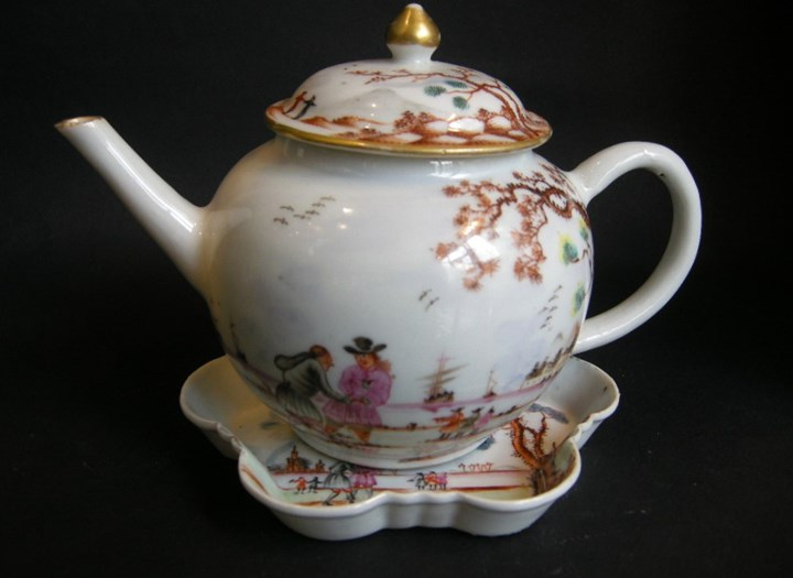 "Porcelain teapot and Pattipan ""Famille rose"" with European decoration Meissen style - Qianlong period"