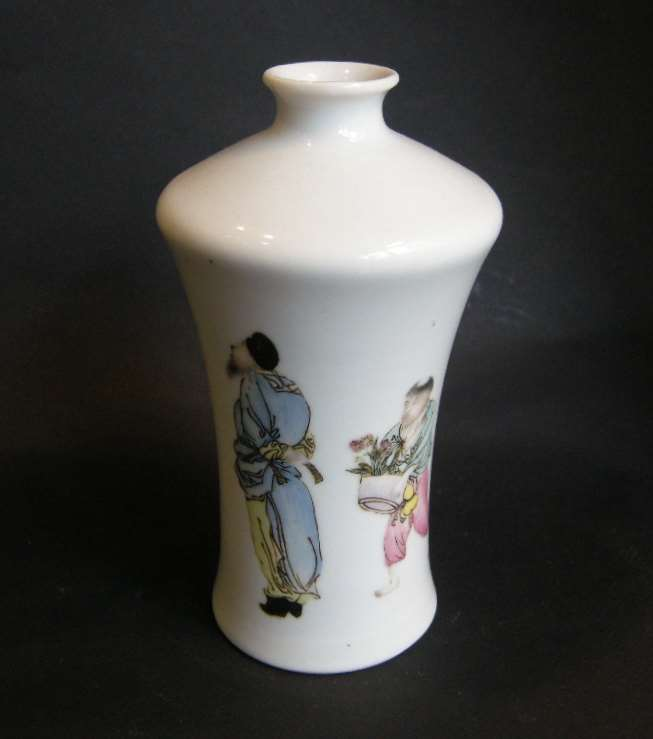 Porcelain vase decorated with two figures and caligraphy -Republic period