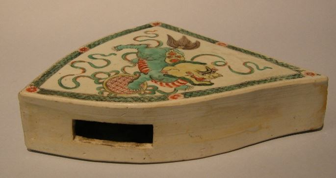 "Rare plaque for mobilar in ""famille verte"" porcelain - with a FO DOG -Kangxi period 