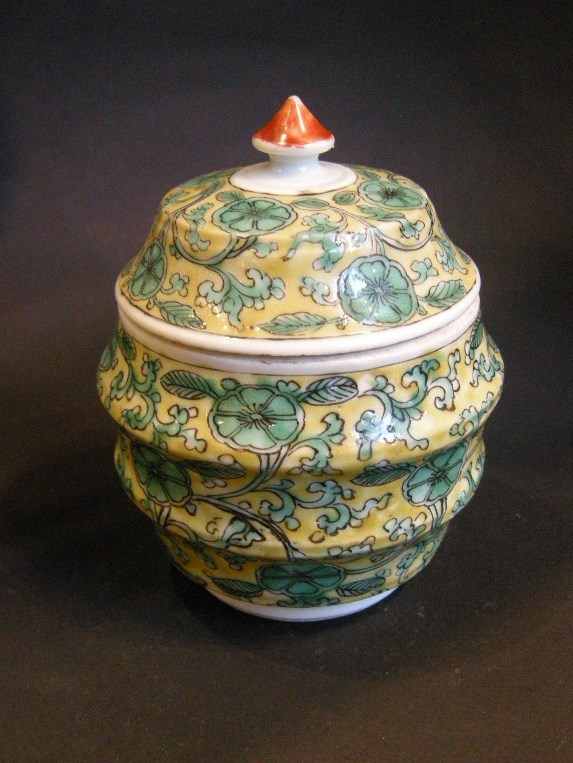 Rare small porcelain pot and cover decorated in green enamel on yellow ground. Kangxi period