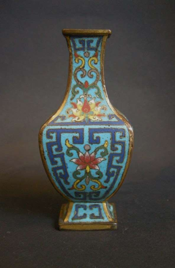 Rare small vase with for sides in cloisonné enamel - Qianlong period