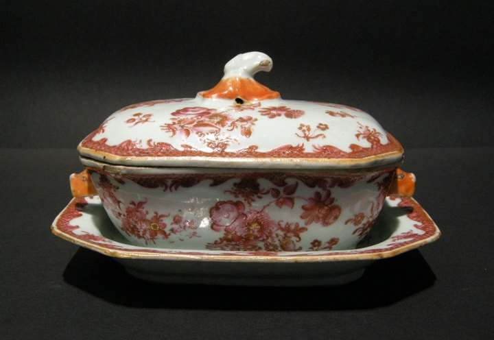 "Small tureen and stand in porcelain chinese export - decorated with flowers ""famille rose"" - Qianlong period"