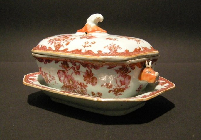 "Small tureen and stand in porcelain chinese export - decorated with flowers ""famille rose"" - Qianlong period 