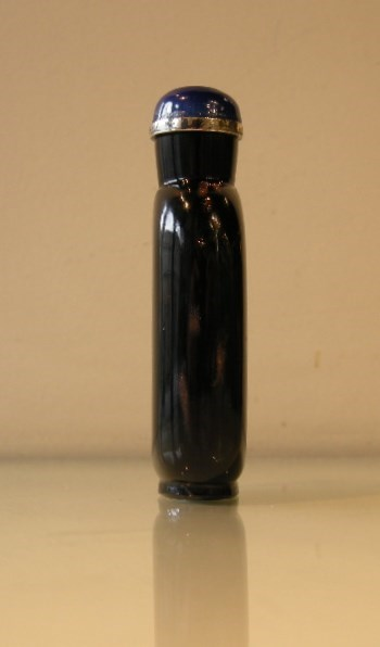 Snuff bottle glass black with spash aventurine | MasterArt
