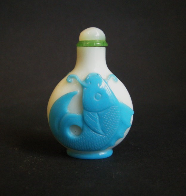 Snuff bottle glass overlay white sculpted in blue with fish in each face | MasterArt