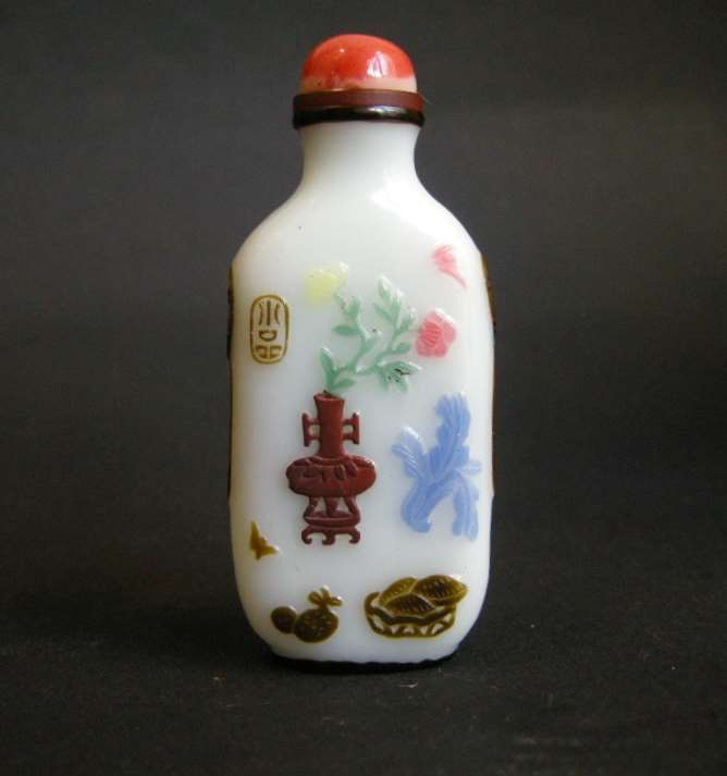 "Snuff bottle overlay glass "" six colors"" on white ground -Yangzhou school"