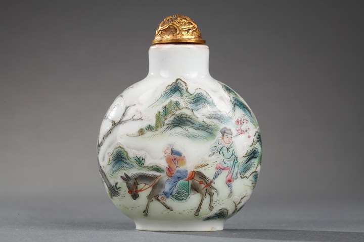 Snuff bottle porcelain decorated with Meng Haoran and servant and other face with a boat
