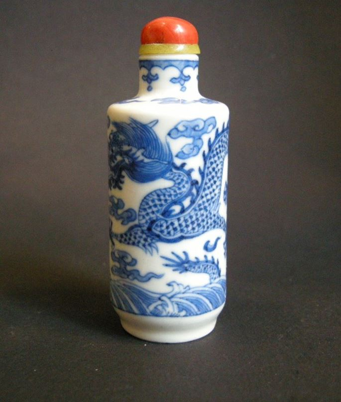 "Snuff bottle porcelain ""soft past"" blue and white painted with dragons 
